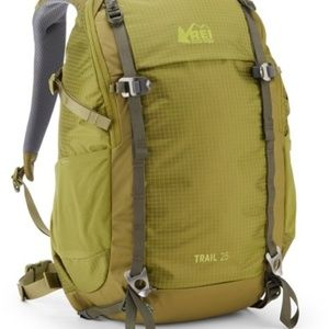 REI COOP WOMEN TRAIL BACKPACK 25L ONE SIZE NWT